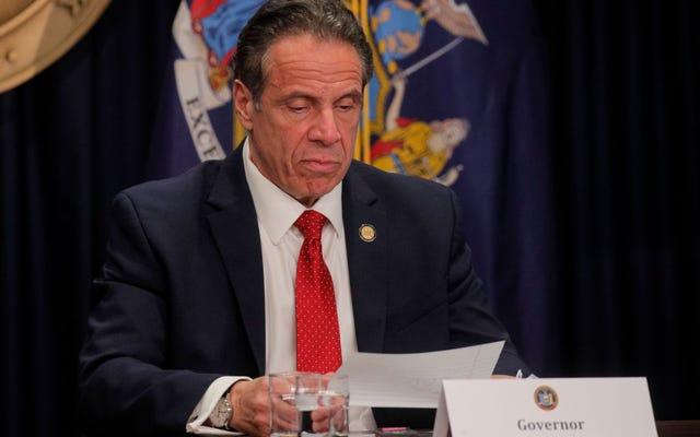 Губернатор Нью-Йорка Эндрю Куомо замешан в очередном скандале и все еще не уйдет в отставку