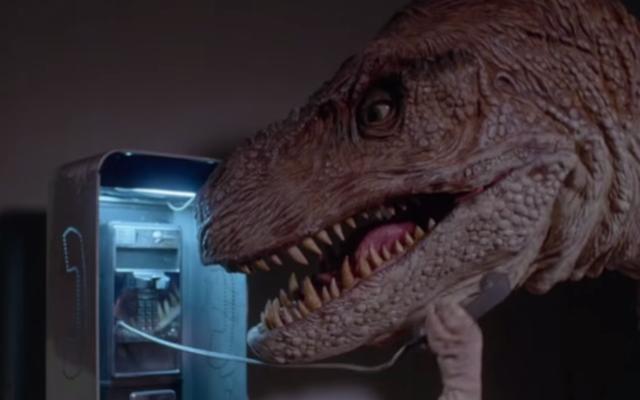"""Denise Richards joue dans cette bande-annonce absurde pour la nouvelle """"coupe gore"""" de Tammy And The T-Rex"""