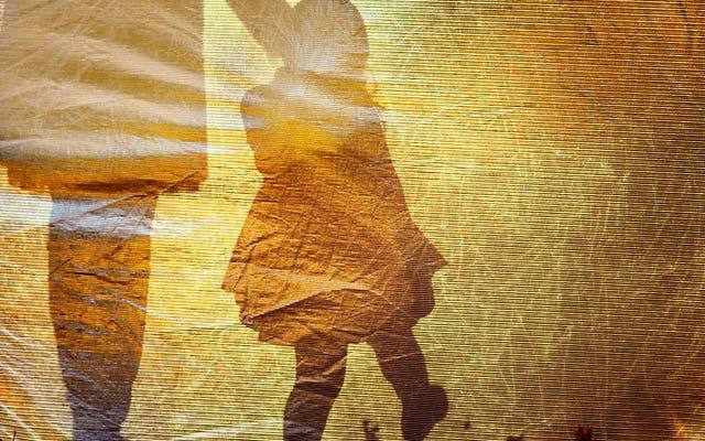 ママのジレンマ:養子縁組、人種差別、そして答えの探求