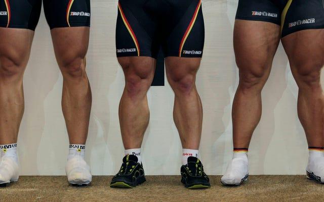 Aquí hay algunas piernas de ciclismo fuertes y gruesas