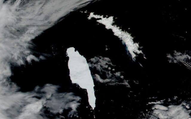 Le plus grand iceberg du monde maintenant à proximité d'une île sensible