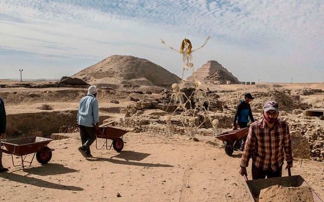 Des égyptologues déterrent des restes squelettiques de la première pyramide humaine