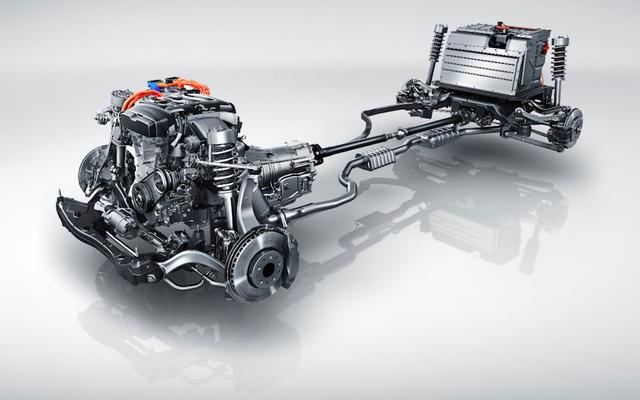 キャデラックCT6プラグインは、75,095ドルという低価格のもう1つのキャデラックハイブリッドです。