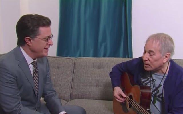 ポール・サイモンとスティーブン・コルベールがトランプ時代の「Feelin'Groovy」をやり直す