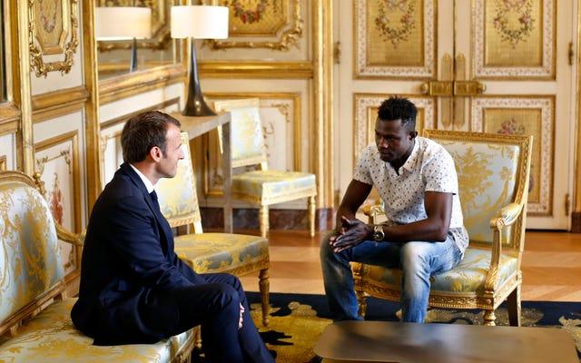 Un immigrant malien obtient la citoyenneté française après avoir sauvé un enfant suspendu au balcon