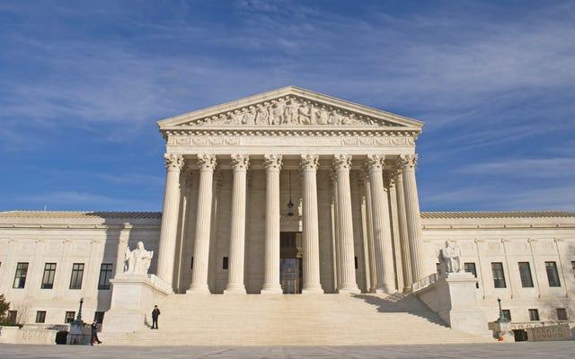 Cómo una Corte Suprema llena de Trump podría desmantelar las salvaguardas del Título IX para estudiantes y atletas transgénero