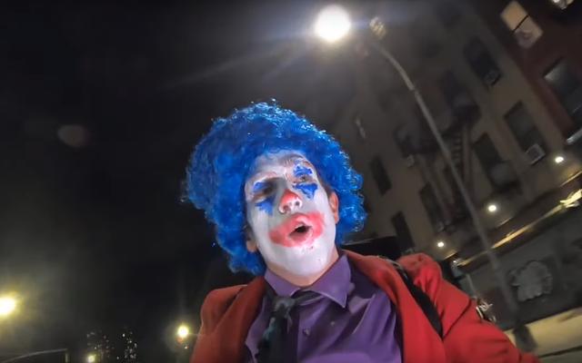 Conner O'Malley menjadi Joker penuh dalam episode terbaru dari acara bincang-bincang tentang sepeda