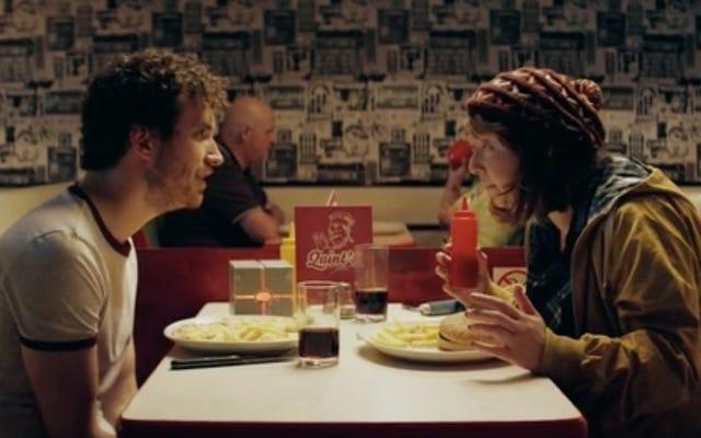 Невезучий влюбленный мужчина прибегает к путешествиям во времени в этой короткой романтической комедии, CTRL Z