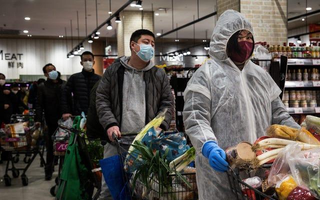中国は、新しい診断ガイドラインを使用して、1日で15,000を超えるコロナウイルスの症例を報告しています