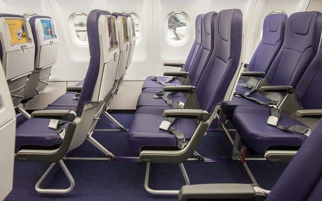 Gli Stati Uniti potrebbero costringere le compagnie aeree a fare posti più grandi perché le persone sono più grasse