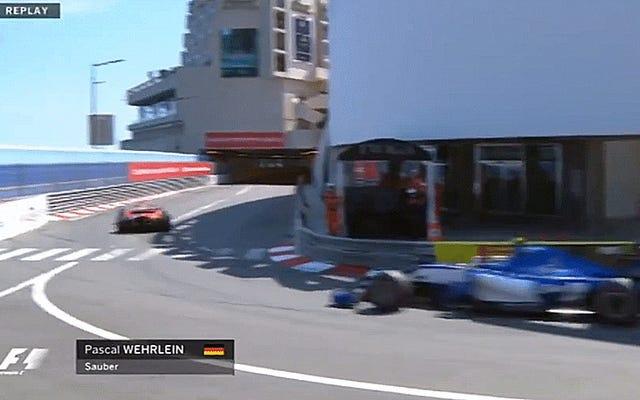 フォーミュラワンドライバーのパスカル・ウェーレインがモナコの壁にひっくり返って閉じ込められた