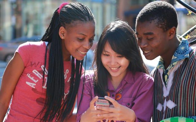 メッセージングストレンジャーについて10代の若者と話す方法
