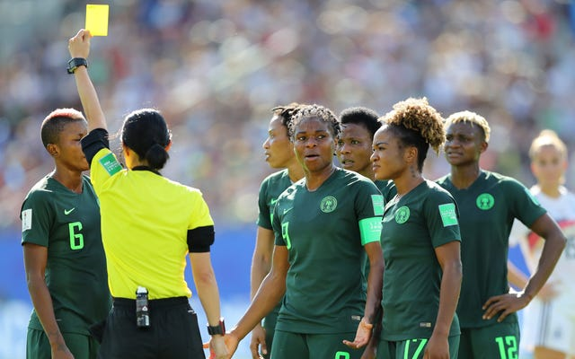 Lisa Byington i Cat Whitehill wychodzą z leniwych tropów o afrykańskich drużynach w komentarzu z Niemiec i Nigerii