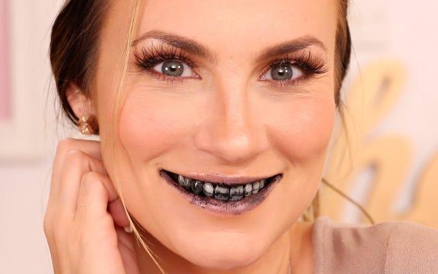 黒い笑顔:活性炭で歯を磨く愚かな(そして危険な)ファッション