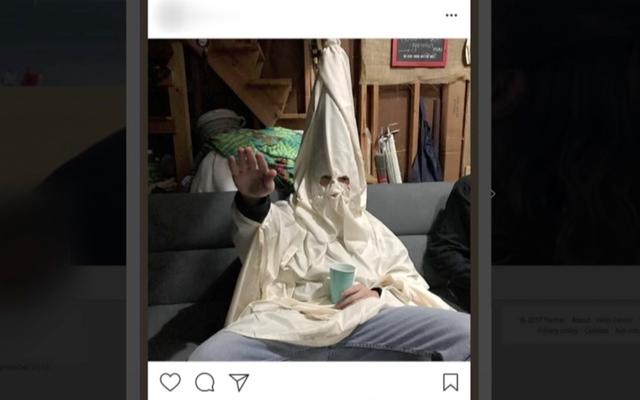 バージニア州の学区が、ナチス式敬礼をしているKKKローブを着ている生徒を写しているとされる写真を調査