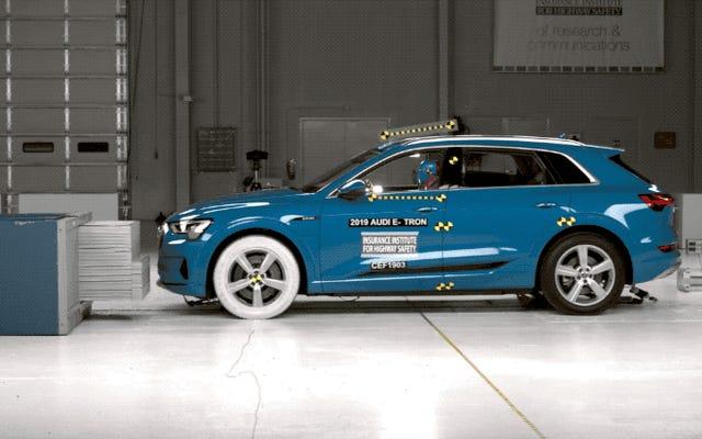 Audi E-Tron đánh bại Chevy Bolt, Tesla Model S trong các bài kiểm tra an toàn IIHS