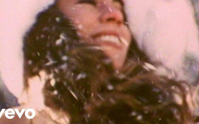 マライア・キャリーの「恋人たちのクリスマス」が初めて米国のトップ10に入る