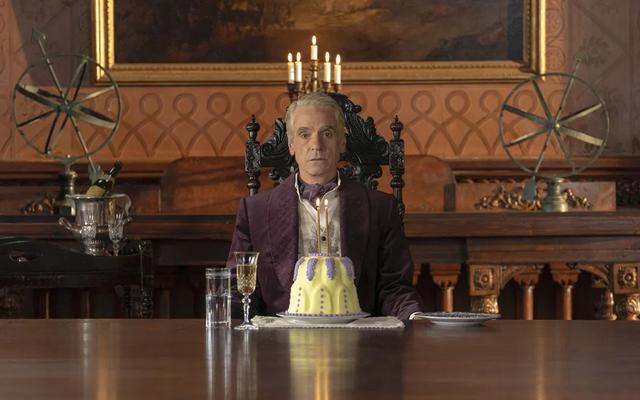Adrien Veidt di Watchmen è una presenza terrificante in questa clip dal rilascio del Blu-Ray dello show