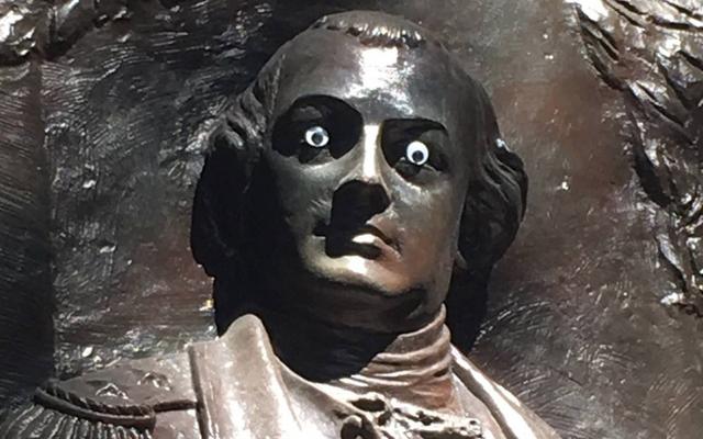 Nie ma NIC ŚMIESZNEGO w Googly Eyes on the Statue