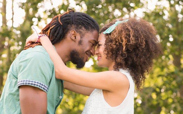 革命的な時代の黒人の間にデートするためのユーザーズガイド