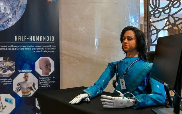 インドは不気味なロボットの女性を宇宙に送っています