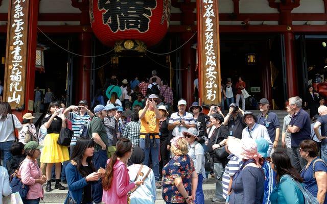 観光客が日本で頭痛を引き起こしている
