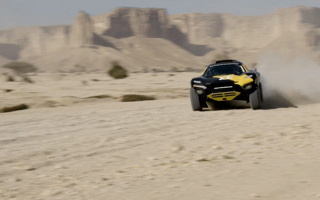 Ken Block condujo el camión de carreras eléctrico Extreme E en la última etapa del Rally Dakar y lo hizo bastante bien