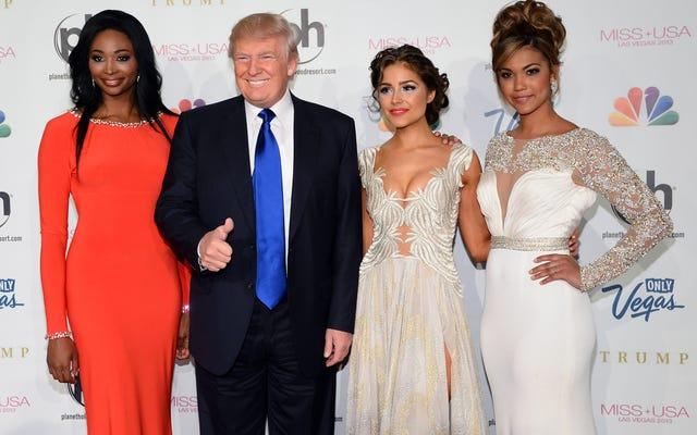Trump a un grupo de chicas jóvenes: 'Voy a estar saliendo con ella en 10 años'