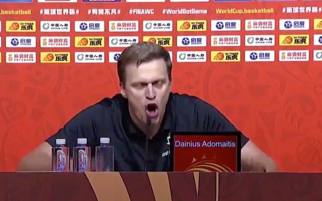 FIBAの関係者は電話に出られなかったため、ワールドカップから追い出され、猛烈なコーチのメルトダウンを引き起こしました。