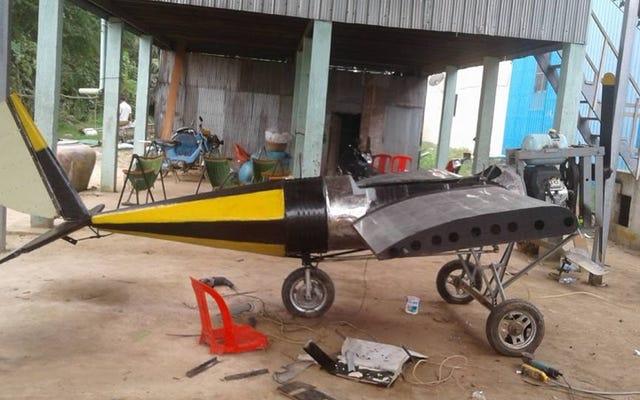 このカンボジア人はインターネットチュートリアルを使用して彼自身の飛行機を作りました、そして今彼は飛ぶ準備ができています