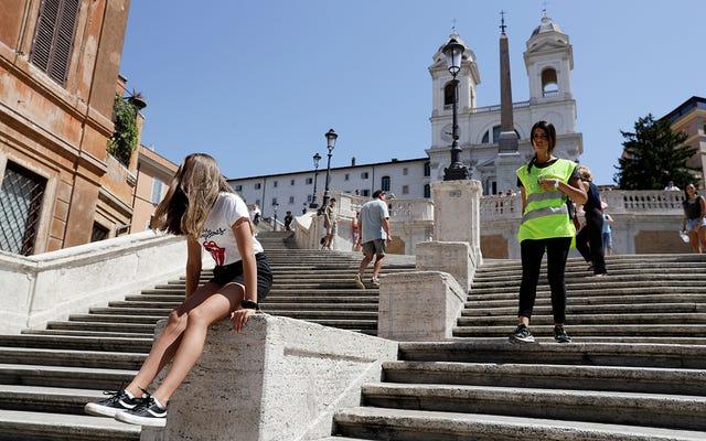 ローマで最も有名な階段に座っていると、450ドルまで罰金が科せられます