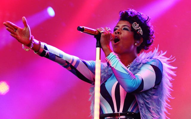 Kelis nói lời khuyên cho các nghệ sĩ mới, bảo vệ hòa bình của cô ấy trong đại dịch trên The Estelle Show