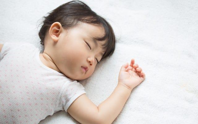 赤ちゃんを眠らせるためにホワイトノイズマシンを使用する必要がありますか?