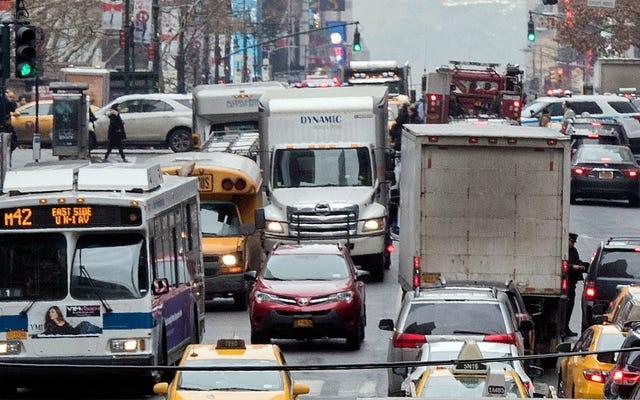 マンハッタンの14番街は木曜日から車を禁止します