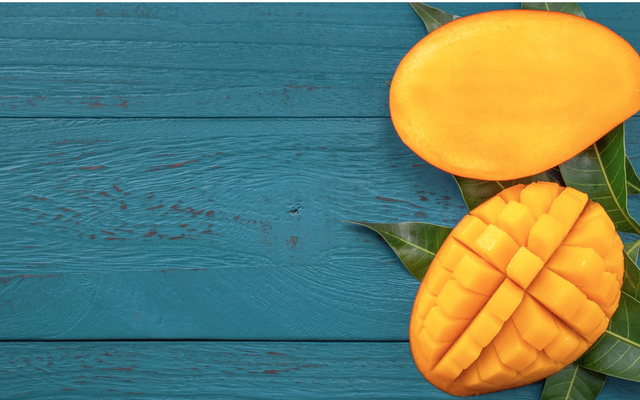 手を切らずにマンゴーを切る方法