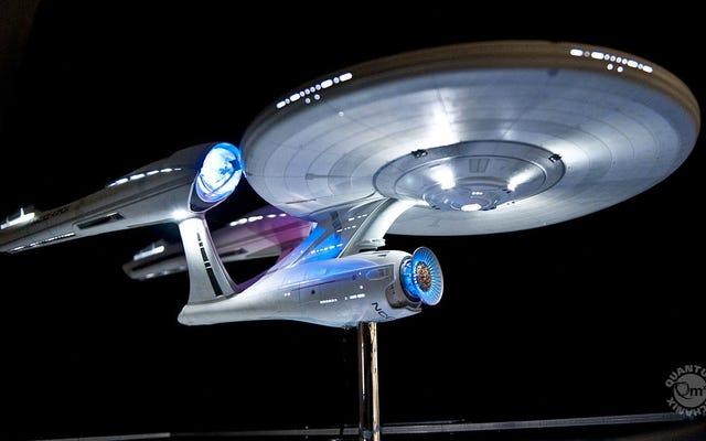 Cobalah untuk Tidak Ngiler Karena Replika Indah USS Enterprise seharga $ 7.000 ini