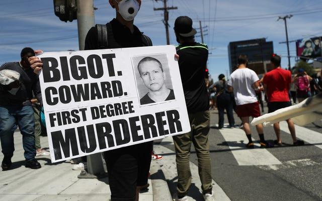 検察官は、ジョージ・フロイドの死でデレク・ショーヴィンに対する第3級殺人罪の再導入を求めています