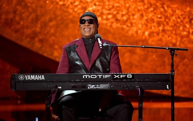В 7-часовом наборе Stevie Wonder от Questlove представлены B-стороны, раритеты и телефонный звонок от самого мистера «Очень суеверного»