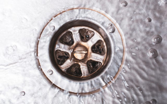 Comment réparer un évier puant