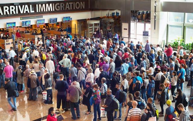これらの空港は、感謝祭の期間中、最長の入国管理局と税関路線を持っています
