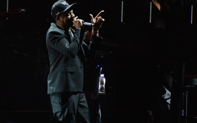 Jay-Z รายงานว่าปิดการแข่งขัน Super Bowl Halftime Gig; อยู่ในความเป็นน้ำหนึ่งใจเดียวกันกับ Kaepernick หรือไม่?