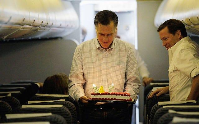 Voici Mitt Romney soufflant ses bougies d'anniversaire une par une, comme un vrai garçon humain