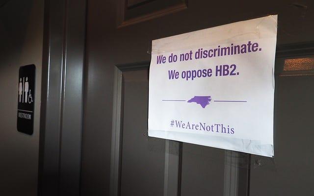 ノースカロライナ州の議員は物議を醸す「浴室法案」の廃止を検討します