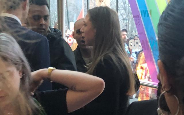นักศึกษา NYU ที่ศูนย์วิดีโอไวรัสเชลซีคลินตัน: 'การต่อต้านมุสลิมหัวรุนแรงต้องได้รับการแก้ไข'