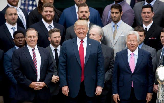 Donald Trump celebra a sus muy buenos amigos, los Patriots, con una fiesta aburrida