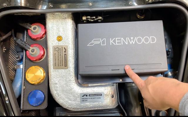 मैकलेरन एफ 1 के सीडी चेंजर वास्तव में इसके सबसे अच्छे फीचर्स में से एक है