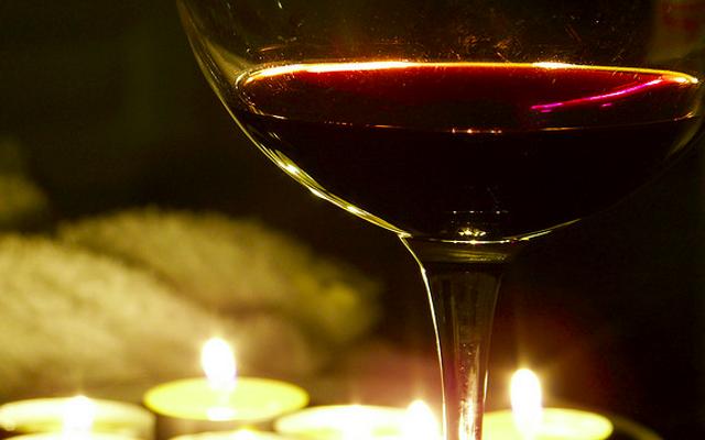 ทำไมไวน์สามารถกระตุ้นการแพ้อาหารของคุณได้ (และวิธีหลีกเลี่ยง)