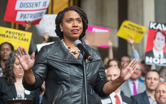 Ayanna Pressley आधिकारिक रूप से मैसाचुसेट्स की पहली अश्वेत कांग्रेस की महिला है