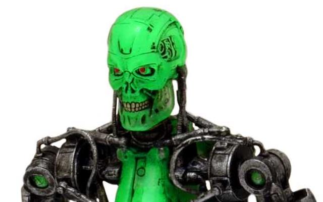 Una figura de Terminator que hace lo retro