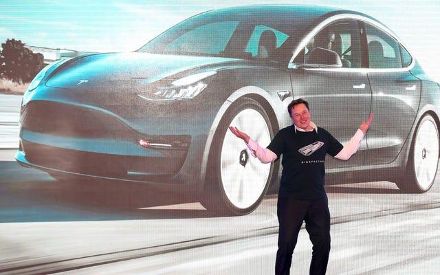 Audi E-Tron và Porsche Taycan chỉ giúp Tesla